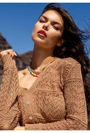 modne bluzki ażurowe w kolorze ziemi